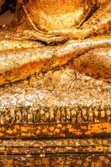 Détail d'une statue de bouddha en or