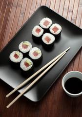 maki sushi with raw tuna