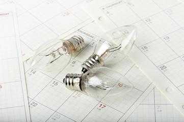 電球とカレンダー
