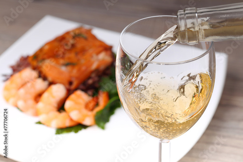 Canvas Bar Pouring white wine and background