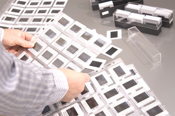 esaminare foto diapositive