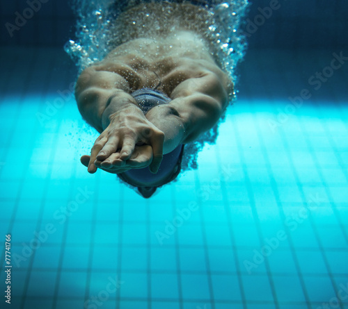 Foto op Canvas Persoonlijk Male swimmer at the swimming pool.Underwater photo.