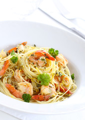 Pasta with shrimps, lemon and parsley