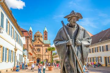 Pilgerfigur und Dom zu Speyer Via Triumphalis