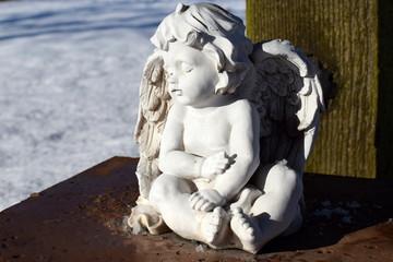 Snowy Angel - Engelsfigur im Schnee