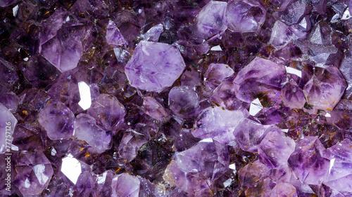 Foto op Aluminium Edelsteen amethyst raw mineral gemstone macro