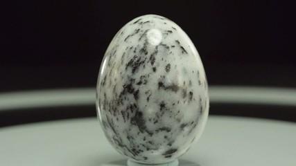 Rotating zebra jasper egg