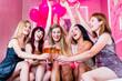Leinwandbild Motiv Frauen feiern im Nachtclub oder Disco