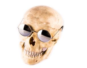Schädel mit Sonnenbrille