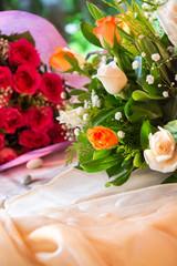 Bouquet da sposa su tavolo