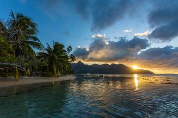 Coucher de soleil sur le lagon de Moorea