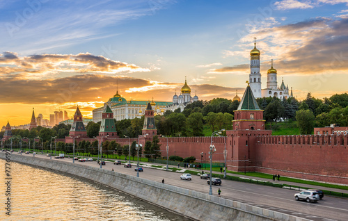 Poster Stad aan het water Sunset view of Kremlin in Moscow, Russia