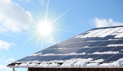 Schneebedecktes PV Dach