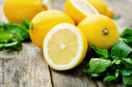 Staande foto Vruchten lemons and mint