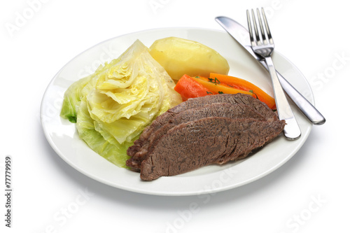 Papiers peints Table preparee corned beef and cabbage isolated on white background