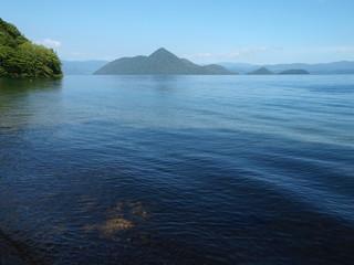洞爺湖月浦からの中島