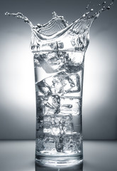 acqua ghiacciata splash