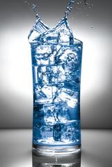 bicchiere blu splash