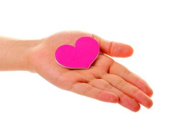 人間の手とピンクのハート