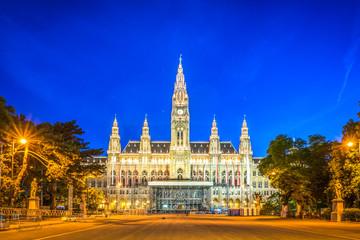 Wiener Rathaus zur Blauen Stunde