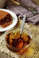 Чай и цельнозерновой пирог