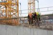 Arbeiter legen Bewehrung