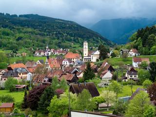 Village  sous orage