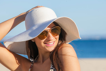 smiling summer woman with sunglasses and floppy hat