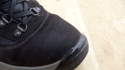 Protection for shoes with spray