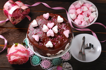 valentines day cake with heart shaped marshmallow decoration