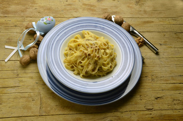 Tagliatelle with walnuts  con nueces mit walnüssen noci