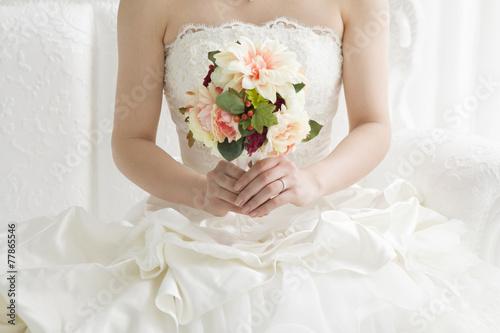 The bride who has a bouquet - 77865546