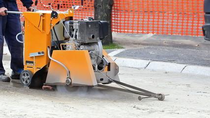 Machine for cutting asphalt