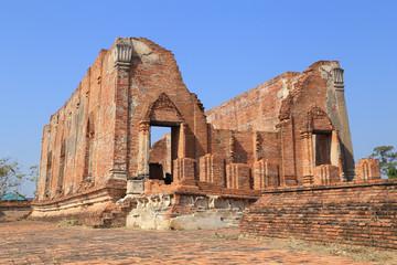 Wat Khudeedao, the ruin of a Buddhist temple in the Ayutthaya hi