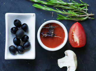 tomato sauce with dry  basil and  black olives.