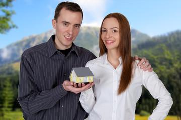 Paar mit Haus