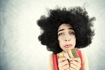 Desperate woman can't comb her hair because she broke her comb
