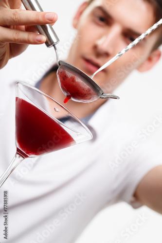 Leinwandbild Motiv Bartender preparing coctail