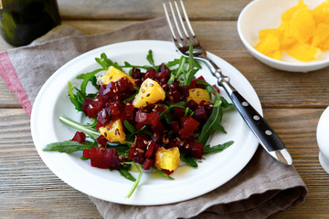 Salad with beet and orange