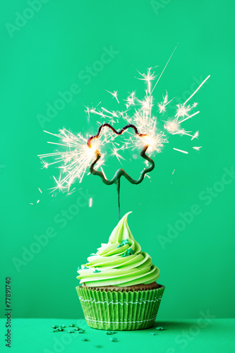 St Patrick's Day cupcake - 77891740