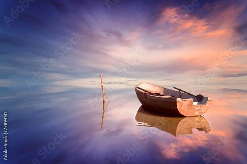 Zdjęcia na płótnie, fototapety na wymiar, obrazy na ścianę : Lonely boat and amazing sunset at the sea