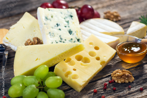 Papiers peints Produit laitier Various types of cheese