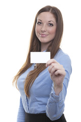 Angestellte zeigt ihre Visitenkarte