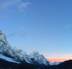 tramonto rosa in montagna
