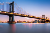 Fototapety Manhattan Bridge illuminated at dusk