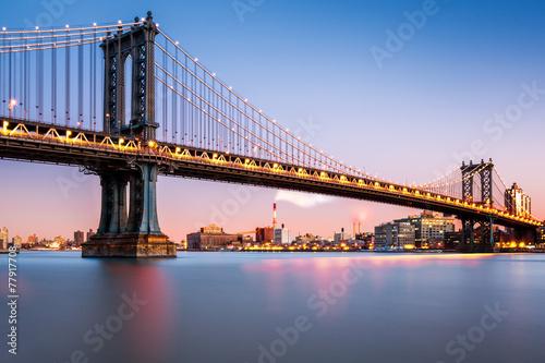 Zdjęcia na płótnie, fototapety, obrazy : Manhattan Bridge illuminated at dusk