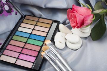 Eyeshadow and cosmetic brushes