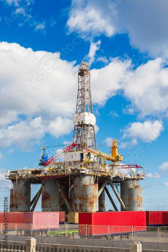 Staande foto Industrial geb. oilp platform at port