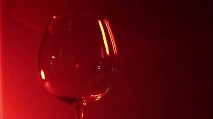 Vino versato nel bicchiere 04