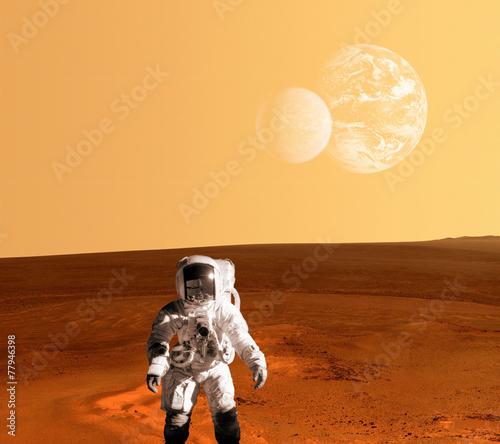 Leinwandbild Motiv Astronaut Spaceman Mars Planet